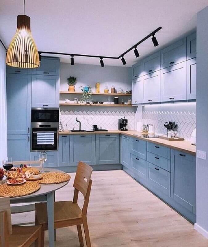 bancada de madeira para armário de cozinha azul claro com estilo retrô Foto Behance