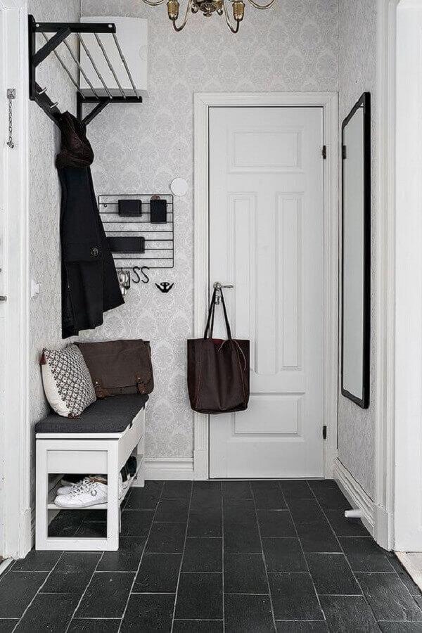 banco sapateira para hall de entrada simples e pequeno Foto PUFIK Interiors & Inspirations