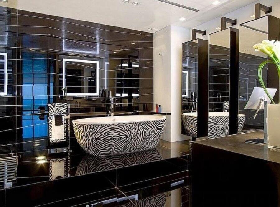 banheira zebrada para decoração de banheiro preto de luxo  Foto Cerqueira Stylo