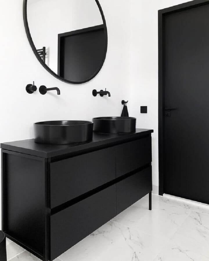 banheiro preto e branco minimalista  Foto HomeDeco