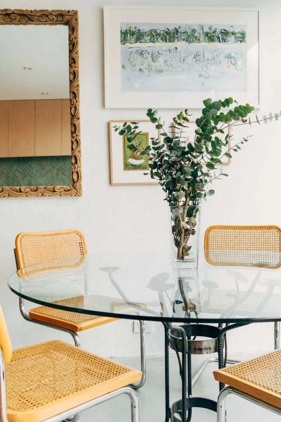 Base para mesa de vidro com cadeira amarela moderna