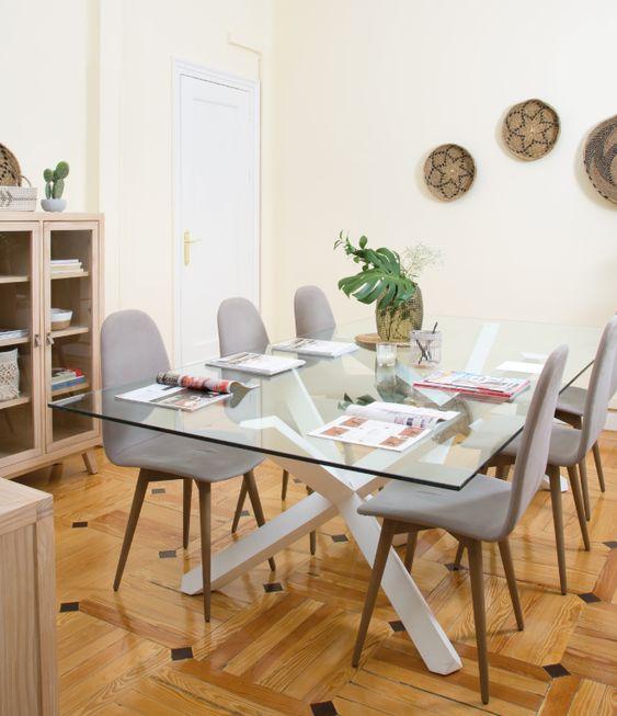 Base para mesa de vidro de madeira e cadeira cinza moderna