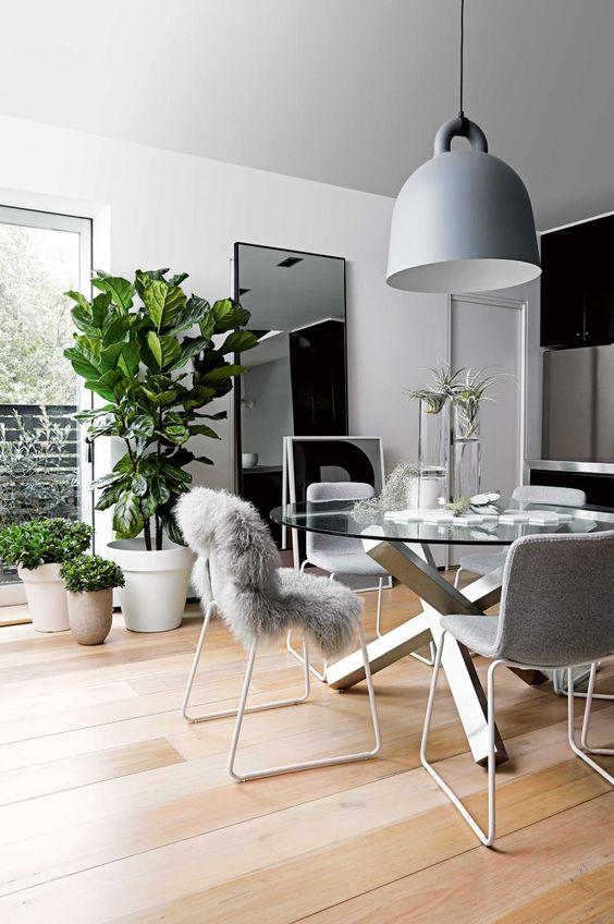Base para mesa de vidro e ferro na sala moderna