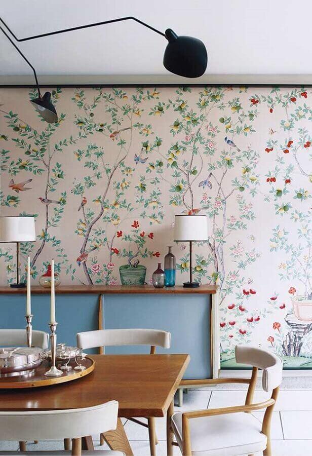 buffet azul e papel de parede colorido para sala de jantar com estampa floral  Foto Pinterest