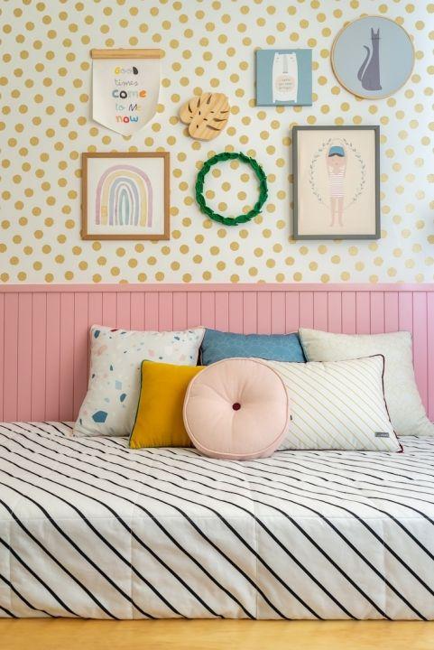 Cabeceira infantil de madeira cor de rosa