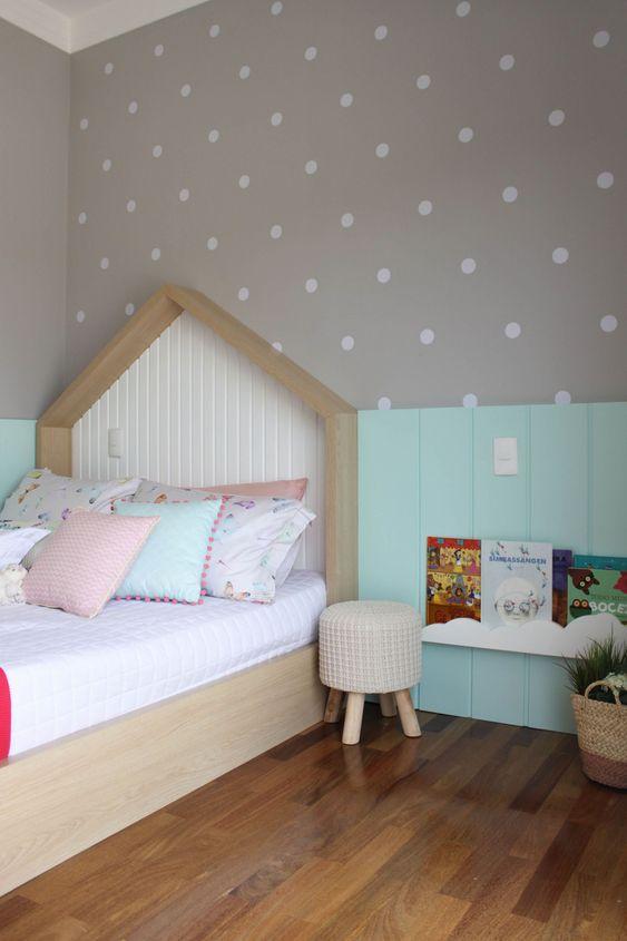 Cabeceira infantil casinha simples com decoração personalizada