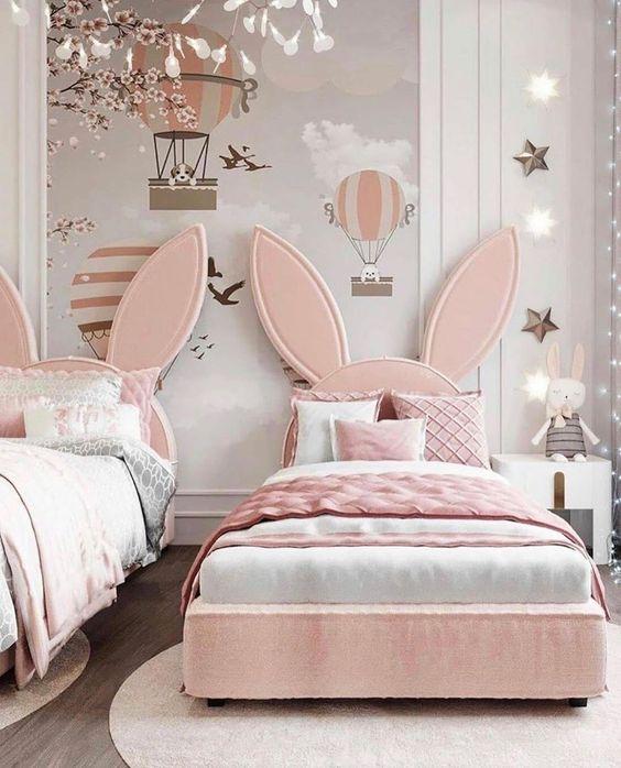 Cabeceira infantil em formato de coelhos