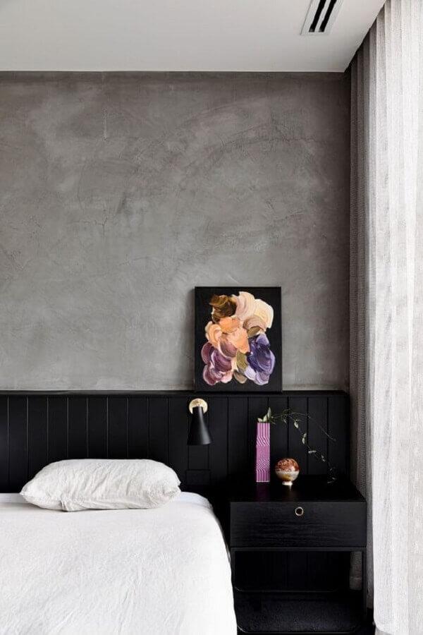 cabeceira preta de madeira para decoração de quarto moderno com parede de cimento queimado Foto Home Fashion Trend