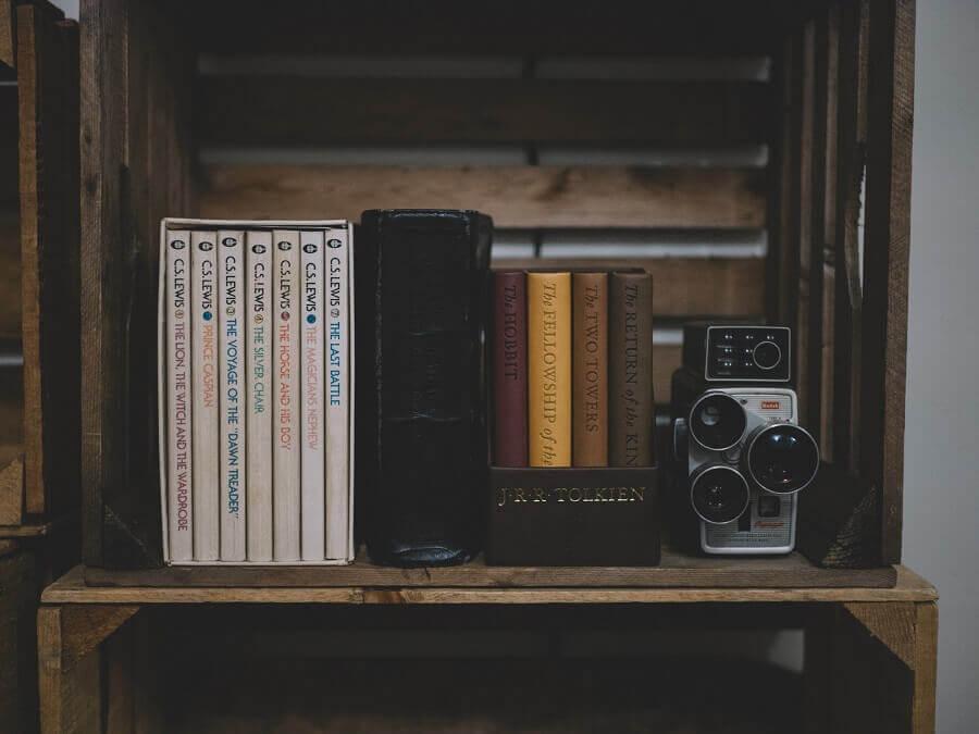 caixotes de feira para decoração de sala simples Foto Unsplash