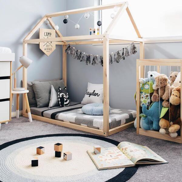 Cama infantil criativa em formato de casinha