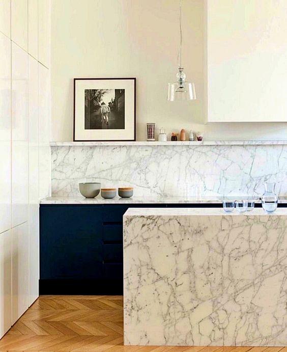 Cores de mármore no balcão