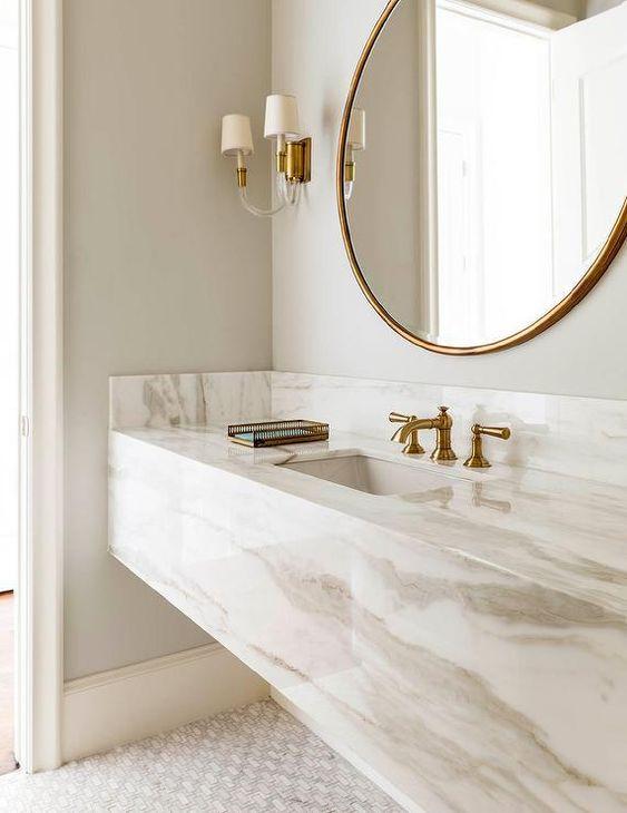 Cores de mármore no banheiro moderno