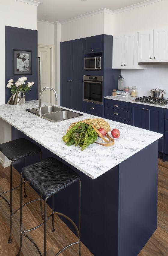 Cores de mármore para cozinha branca e azul