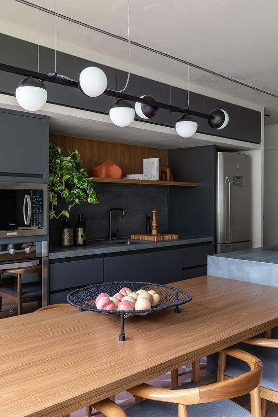 Cozinha com torre quente azul