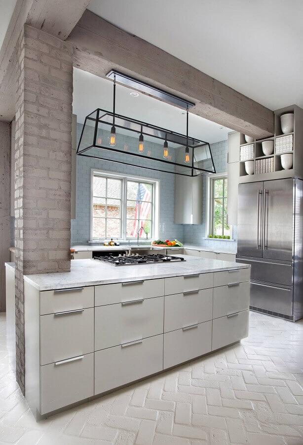 cozinha moderna com ilha decorada com pendente estilo industrial Foto Houzz