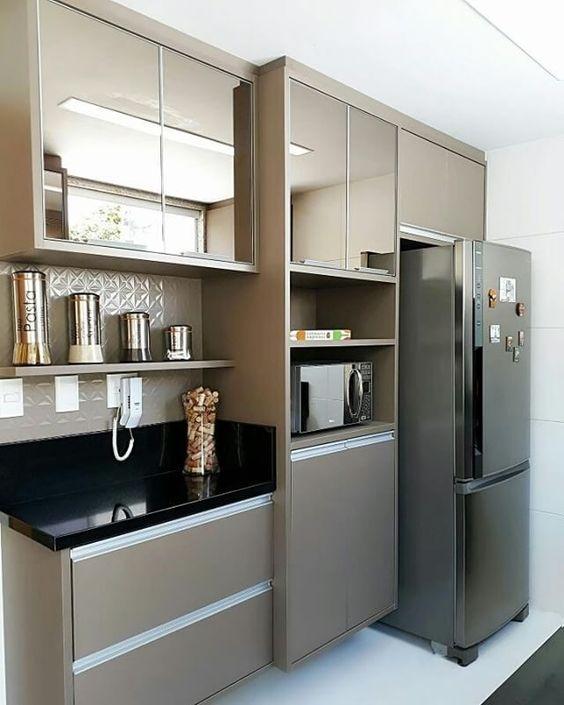 Cozinha pequena com torre quente