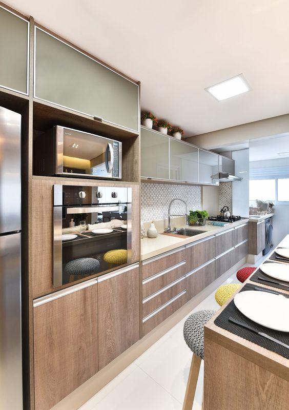 Cozinha planejada com torre quente
