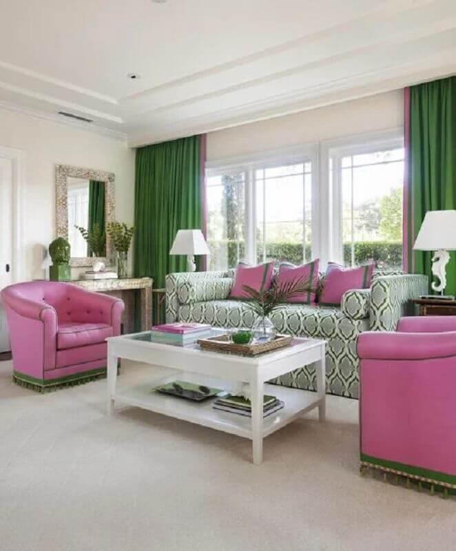 decoração clássica com poltrona para sala rosa e verde Foto Casa de Valentina