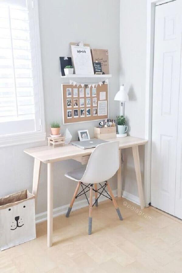 decoração clean com mesa para home office com estilo retrô Foto RealLivingPH