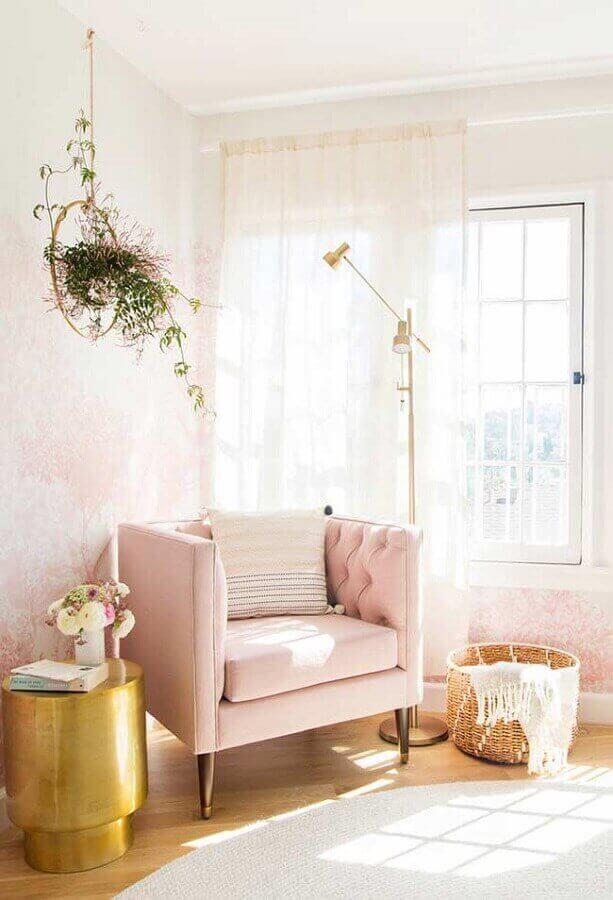 decoração clean com poltrona rosa claro Foto Archilovers