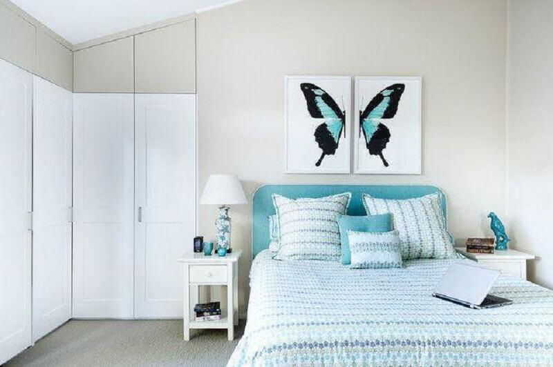 decoração clean com quadros para quarto feminino azul e branco Foto Karen Aston Design