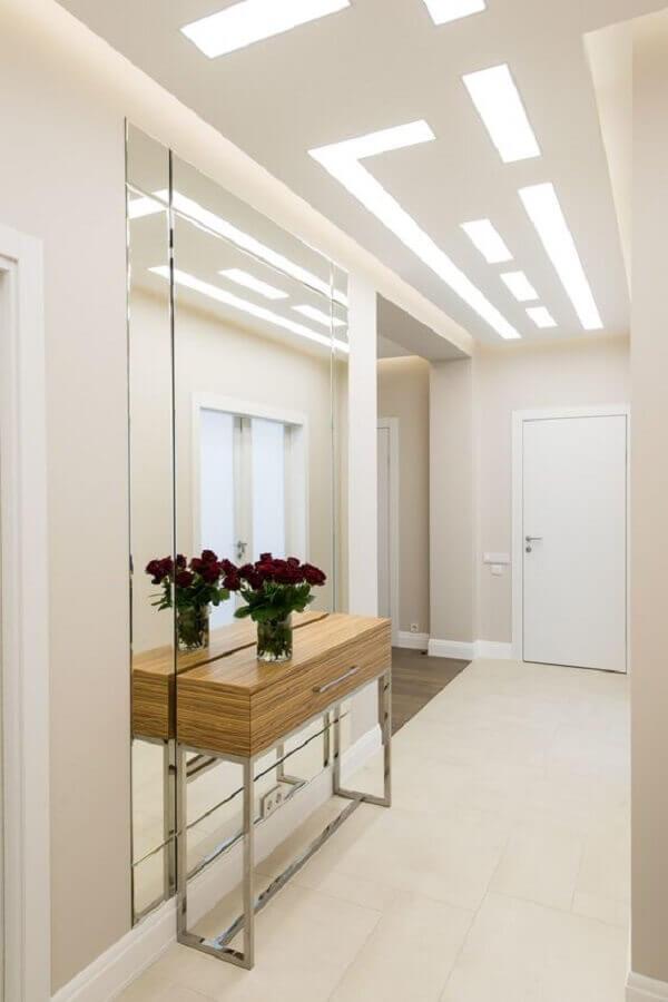 decoração clean para hall de entrada com espelho grande e aparador Foto Pinterest