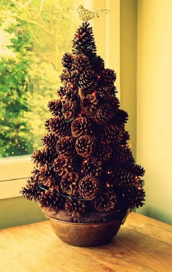 decoração com árvore de pinhas de Natal  Foto Revista Artesanato
