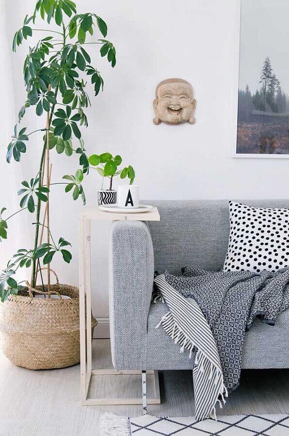 Decoração com mesa lateral alta