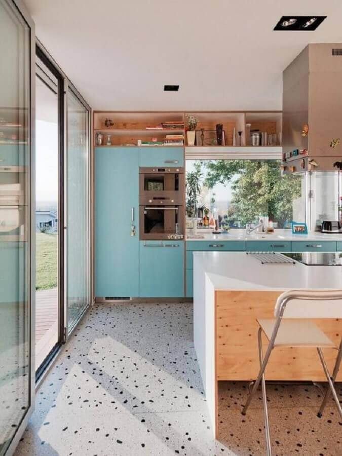 decoração com nichos de madeira para armário de cozinha azul Foto We Heart It