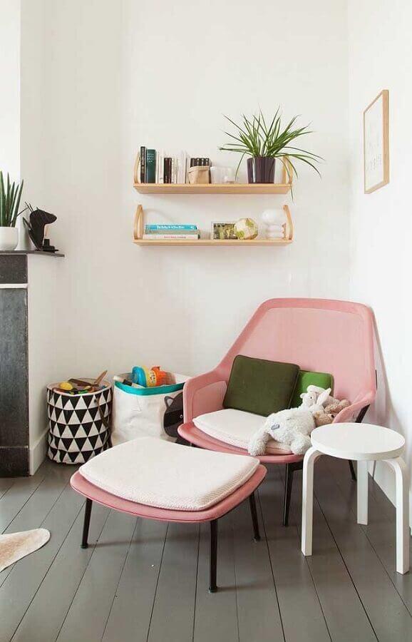 decoração com poltrona colorida rosa moderna Foto Jeito de Casa