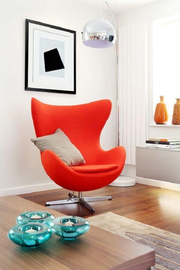 decoração com poltrona colorida vermelha Foto HomeAdore