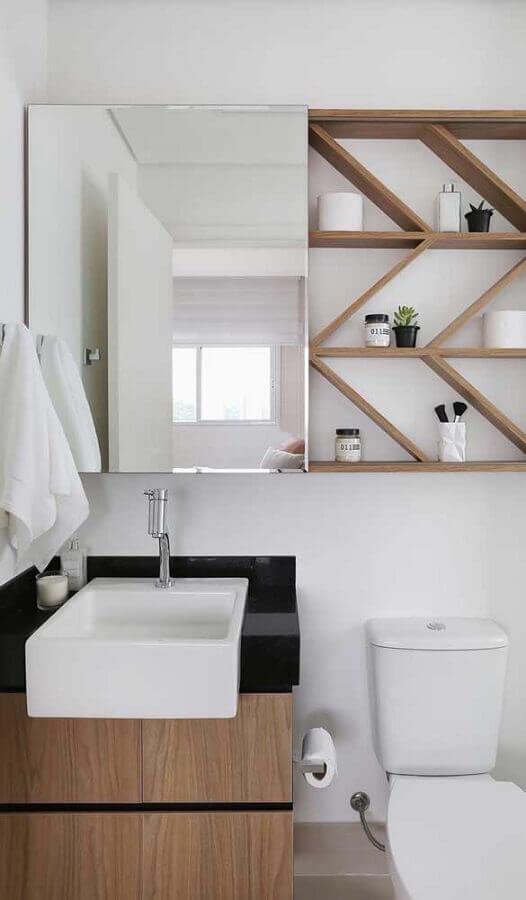 decoração de banheiro com espelho de parede com armário Foto Pinterest