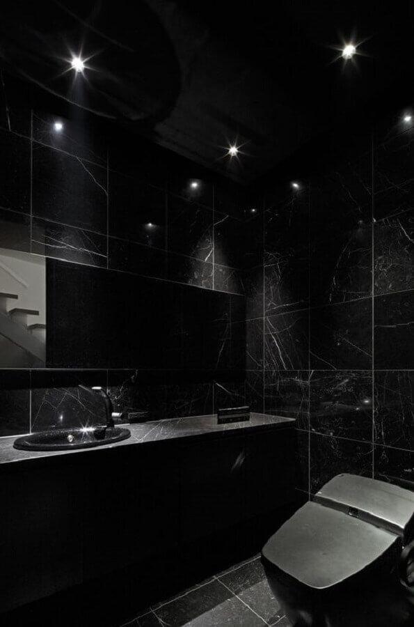 decoração de banheiro todo preto com mármore Foto HomeAdore