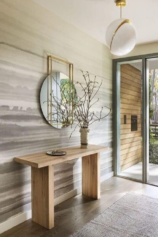 decoração de hall de entrada com espelho redondo e aparador de madeira Foto Elle Decor