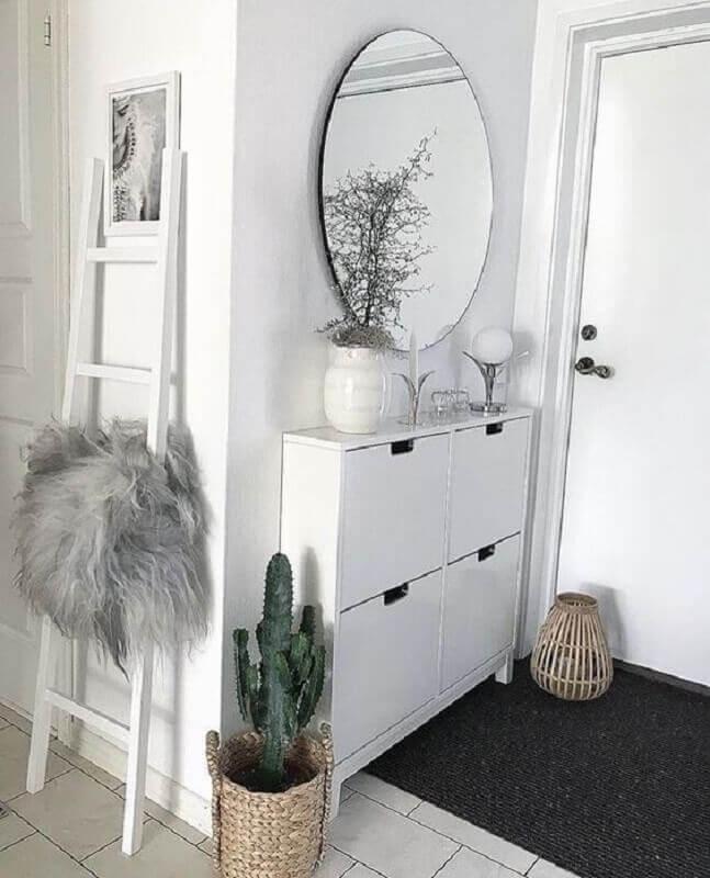 decoração de hall de entrada pequeno com espelho Foto Pinterest