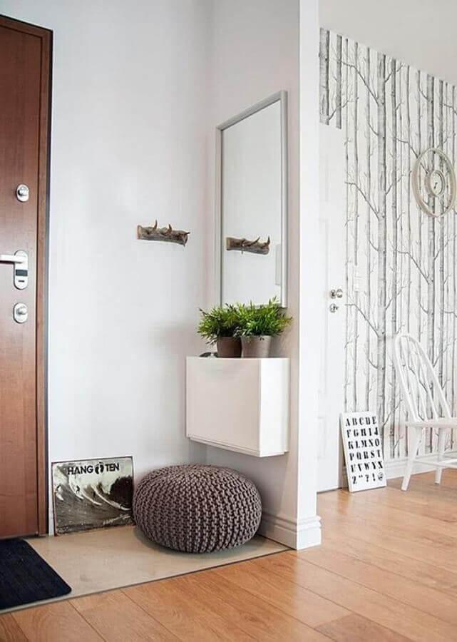 decoração de hall de entrada pequeno com espelho e aparador planejado estreito Foto Pinterest