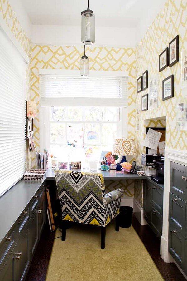 decoração de home office com poltrona colorida Foto Houzz