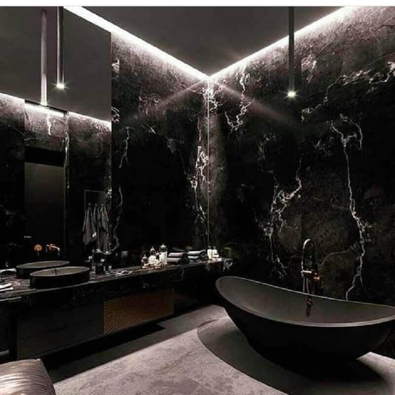 decoração de luxo para banheiro todo preto com revestimento de mármore  Foto Pinterest