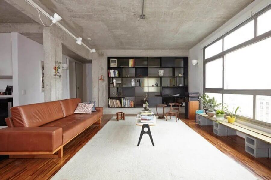 decoração de sala com sofá marrom Foto SUB Estúdio