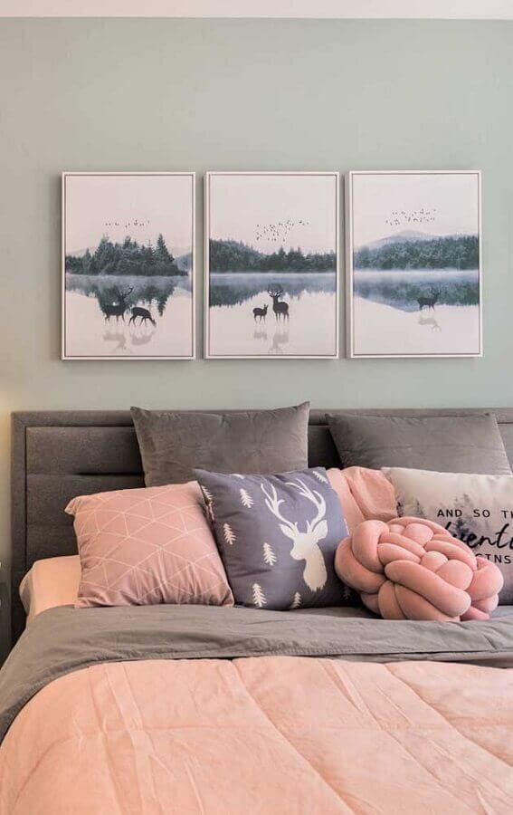 decoração em tons de rosa e cinza com quadros decorativos para quarto feminino Foto Pinterest