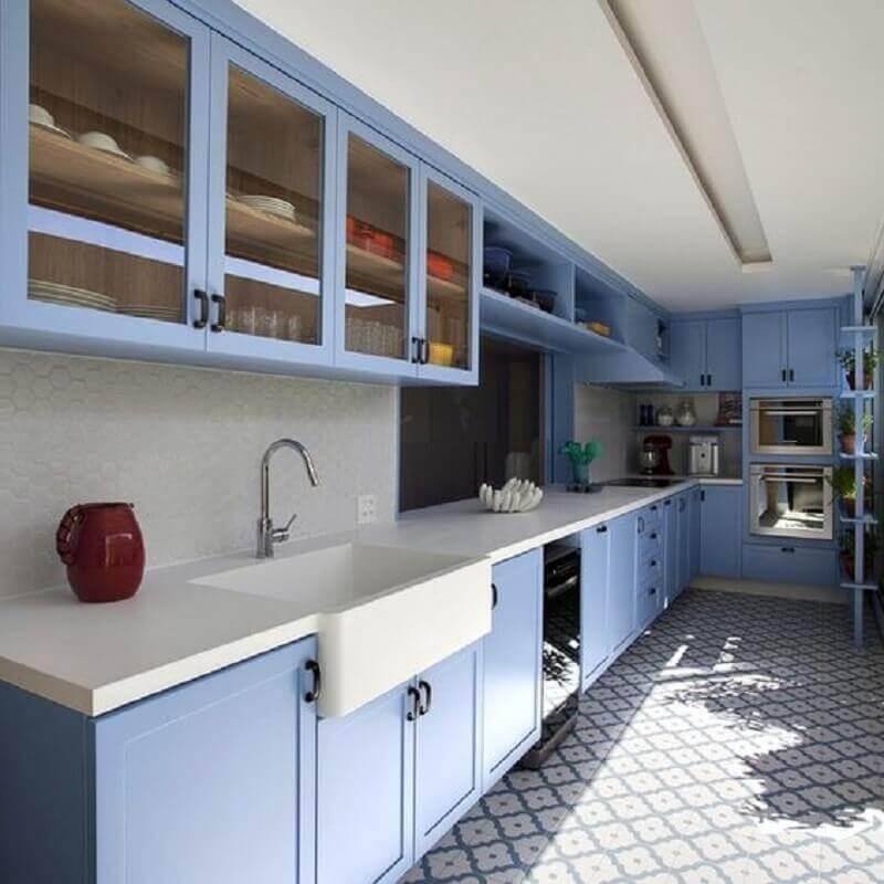 decoração estilo retrô com armário de cozinha azul Foto Pinterest