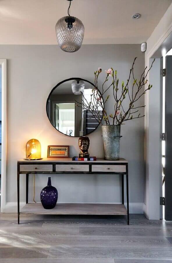 decoração hall de entrada com espelho redondo e aparador com gavetas Foto Homify