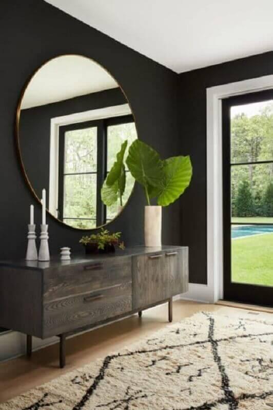decoração hall de entrada com espelho redondo e buffet de madeira Foto Apartment Therapy