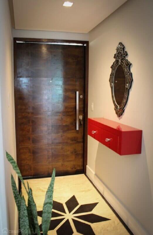 decoração hall de entrada pequeno com espelho vintage e aparador suspenso vermelho Foto Pinterest