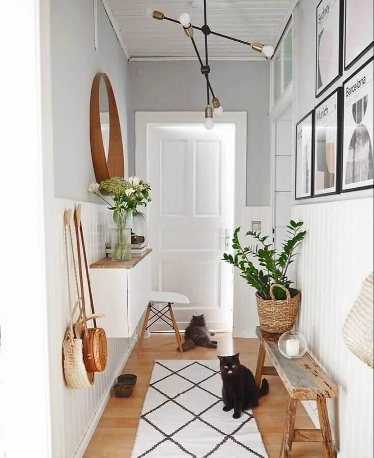 decoração hall de entrada pequeno e simples com banco rústico e espelho redondo Foto Pinterest