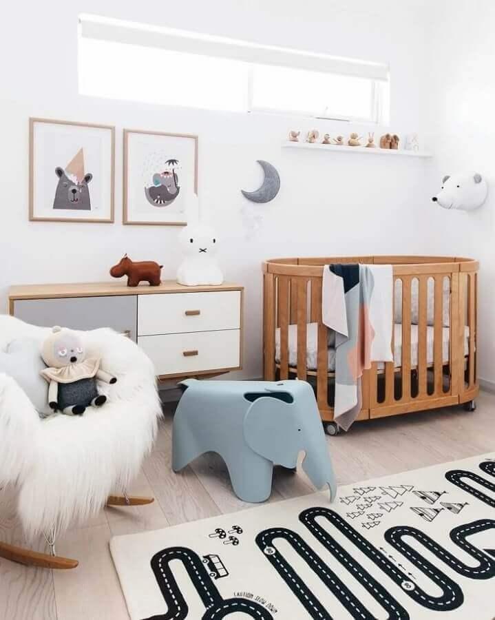 decoração lúdica com quadros para quarto de bebê feminino Foto Pinterest