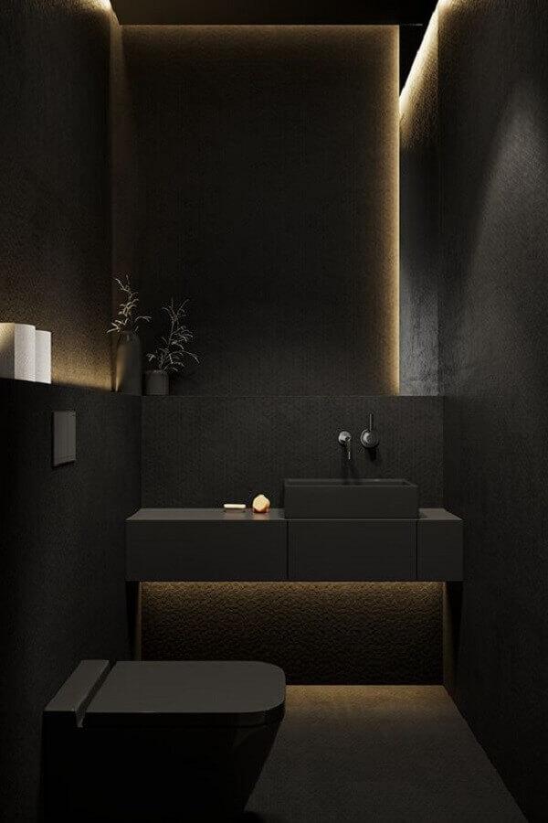 decoração moderna para banheiro todo preto pequeno Foto Behance