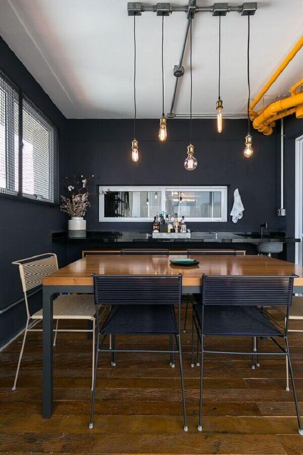 decoração moderna para sala de jantar preta com espelho na parede Foto Casa de Valentina
