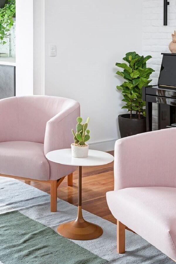 decoração para sala com poltrona rosa bebê Foto Apartamento 203