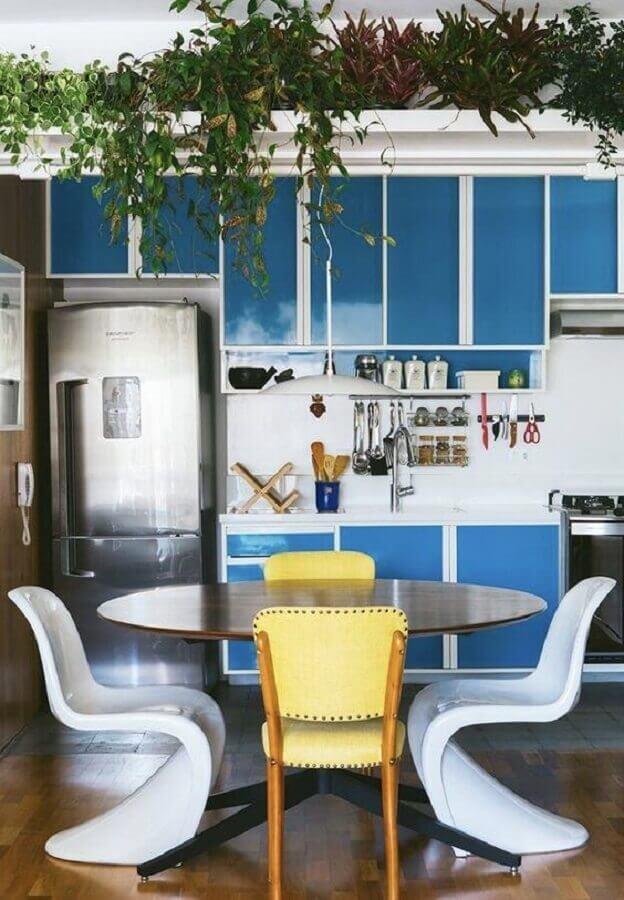 decoração simples com armário de cozinha azul e branco Foto Home Fashion Trend